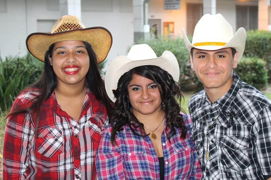 HERITAGE+DAY%3A++Karla+Lopez%2C+Maria+Murillo%2C+and+Jorge+Murillo+represent+their+Hispanic+ethnicity+during+Spirit+Week.+