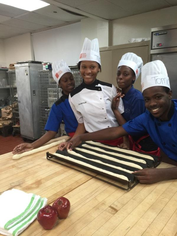 SPICING+IT+UP%3A+Chef+Newman%E2%80%99s+students+at+cooking+class+with+Lincoln+Culinary+Institute+Oct.+30.