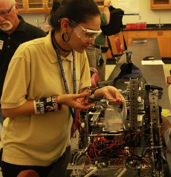 Team+450%2C+Inlet+Grove%27s+Robotics+Club%2C+building+their+robot+for+their+first+competition+of+the+season%2C+on+Nov.+14+at+Florida+Atlantic+University.+They+finished+in+7th+place+among%C2%A0the+19+participating+teams.