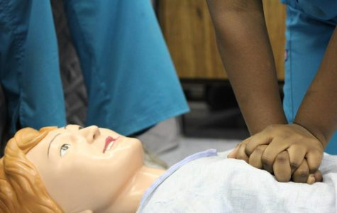 Pre-Med gets hands-on lesson in hands-only CPR