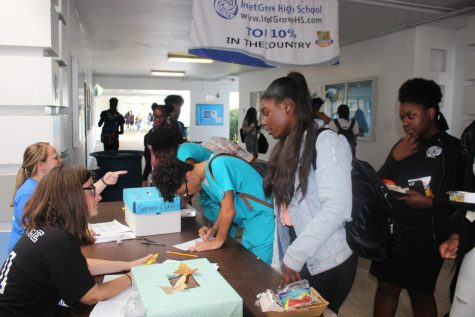 VOTE,VOTE,VOTE: Juniors and seniors gathered in front of the cafeteria to vote for their fellow representatives.