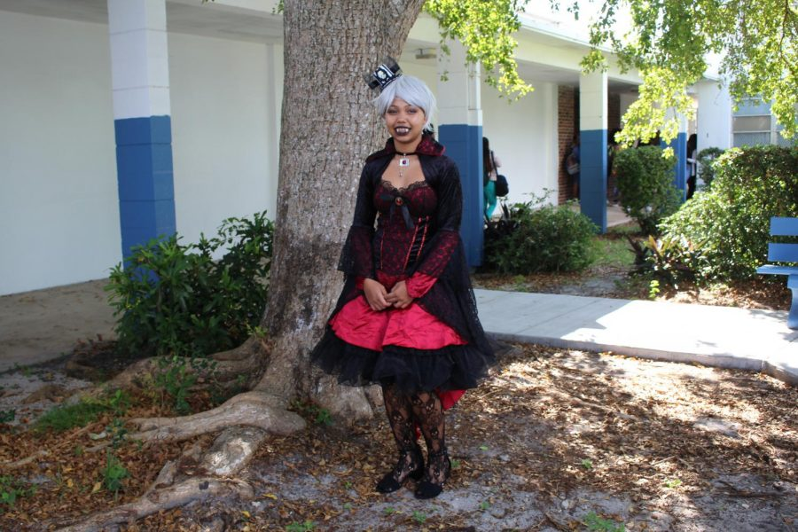 VAMPTRESS%3A+Mr.+McDermott+made+an+announcement+Wednesaday%2C+that+students+were+allowed+to+dress+out+for+Halloween.+Rayan+Williams%2C+in+the+Digital+Design+Academy+dressed+out+as+a+vampire.